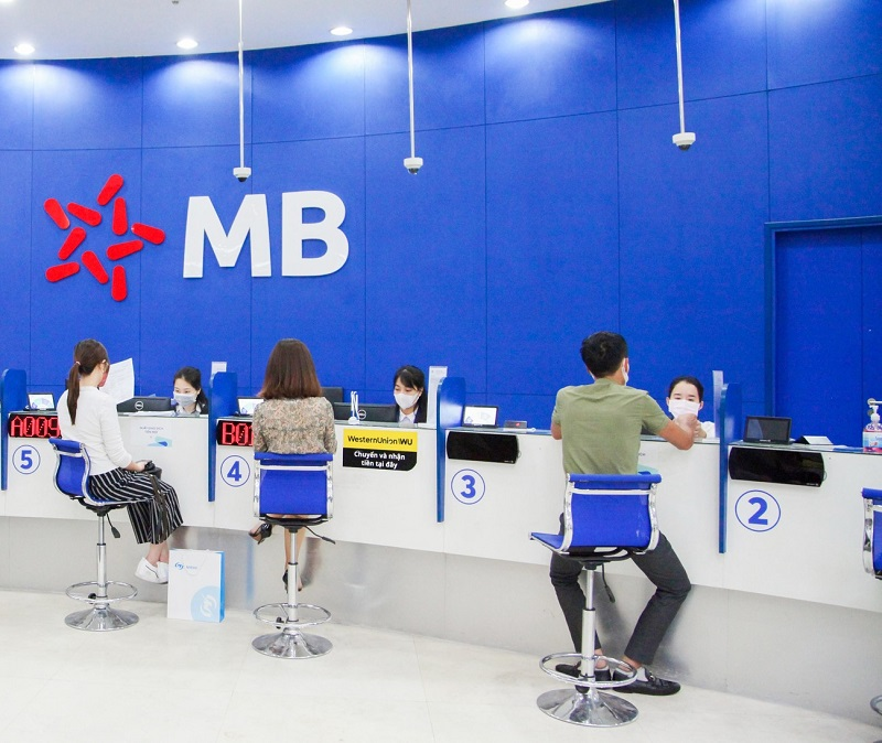 giờ làm việc ngân hàng MB thứ 7